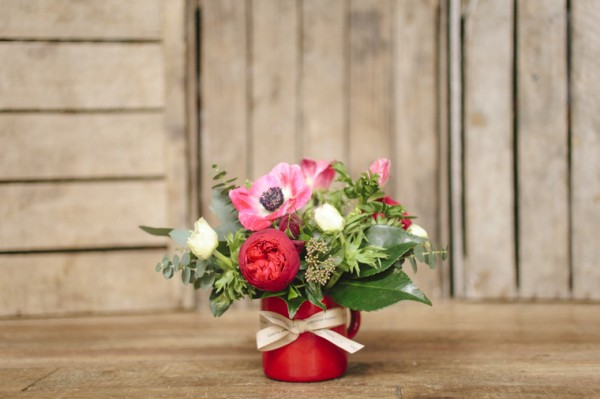 taza-esmaltada-roja-con-flores