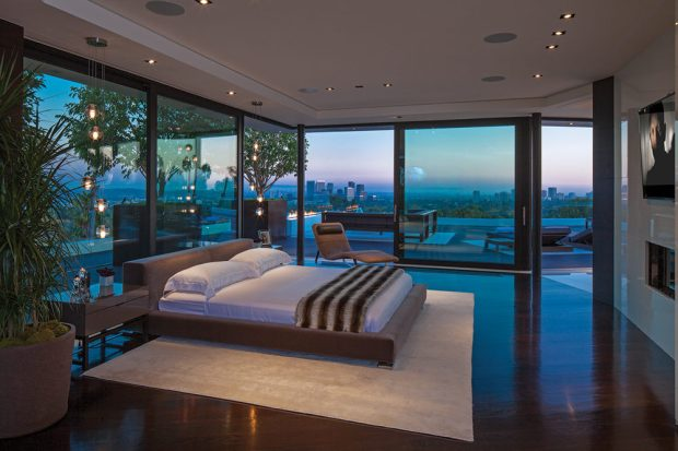 15-Glass-walled-bedroom