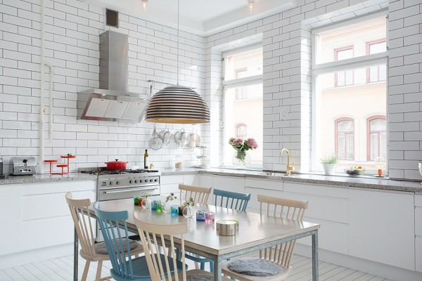 3-white-tiled-kitchen-600x400