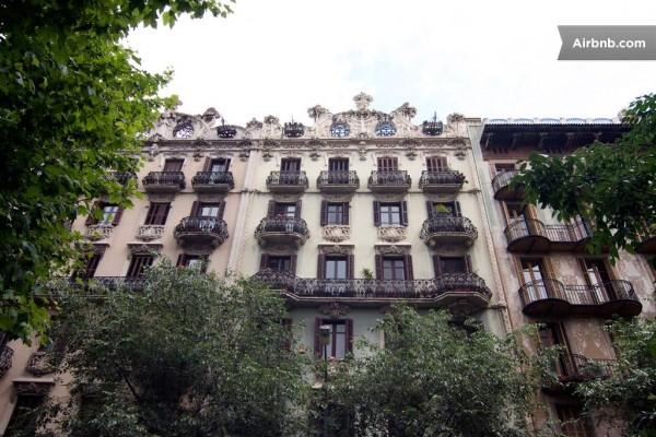Spain-Modern-Apartment-Exterior-11-600x400