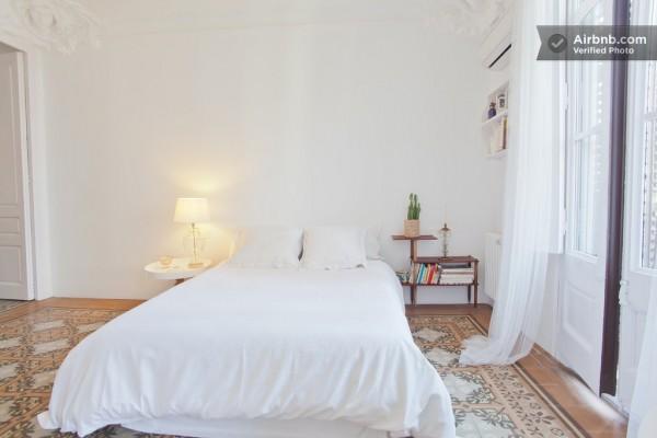 Spain-Modern-Master-bedroom-1-600x400
