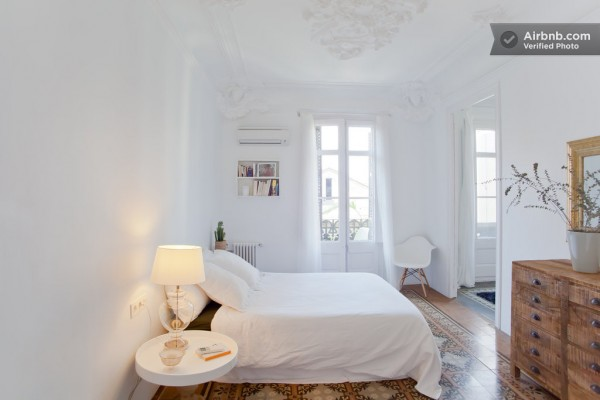 Spain-Modern-Master-bedroom-2-600x400