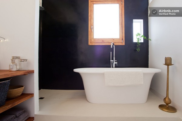 Spain-Modern-Mater-Bathroom-1-600x400